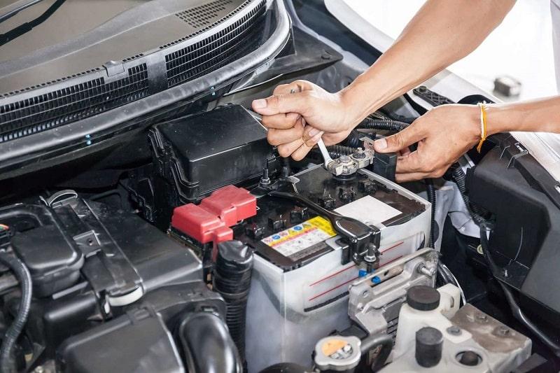 Changer une batterie sur une voiture moderne comment s'y prendre