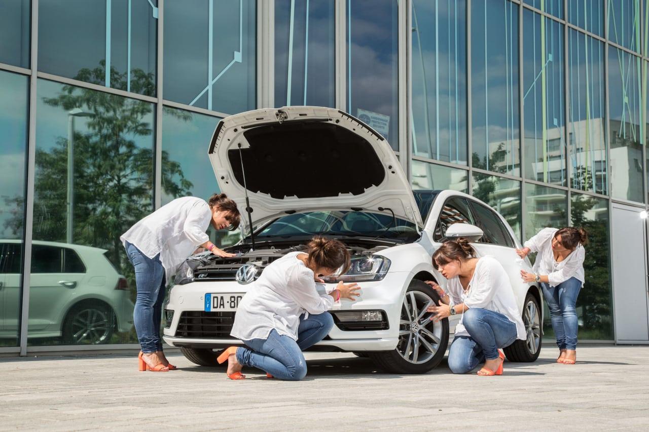 Examen d'une voiture d'occasion en détails